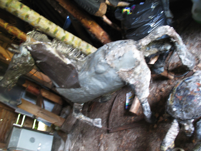 horse.in.shed.alponsavanni.lo
