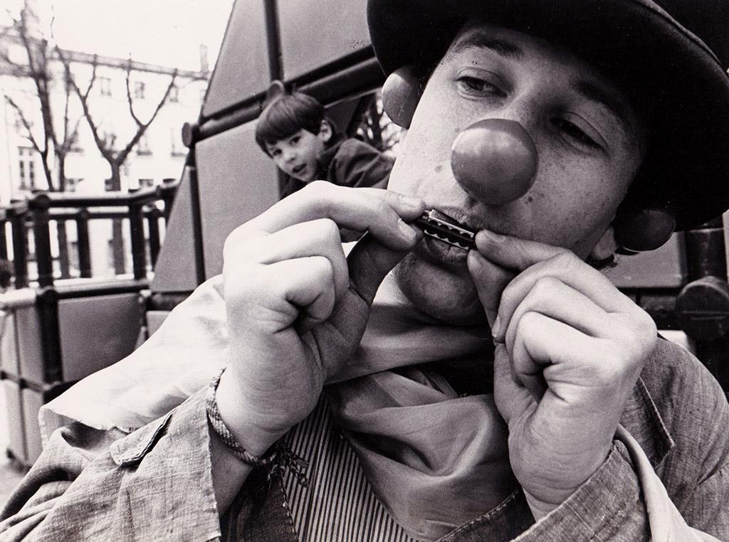 moshe-lenuage-1983-clown-beginning